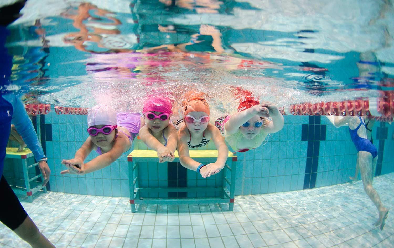girls-underwater